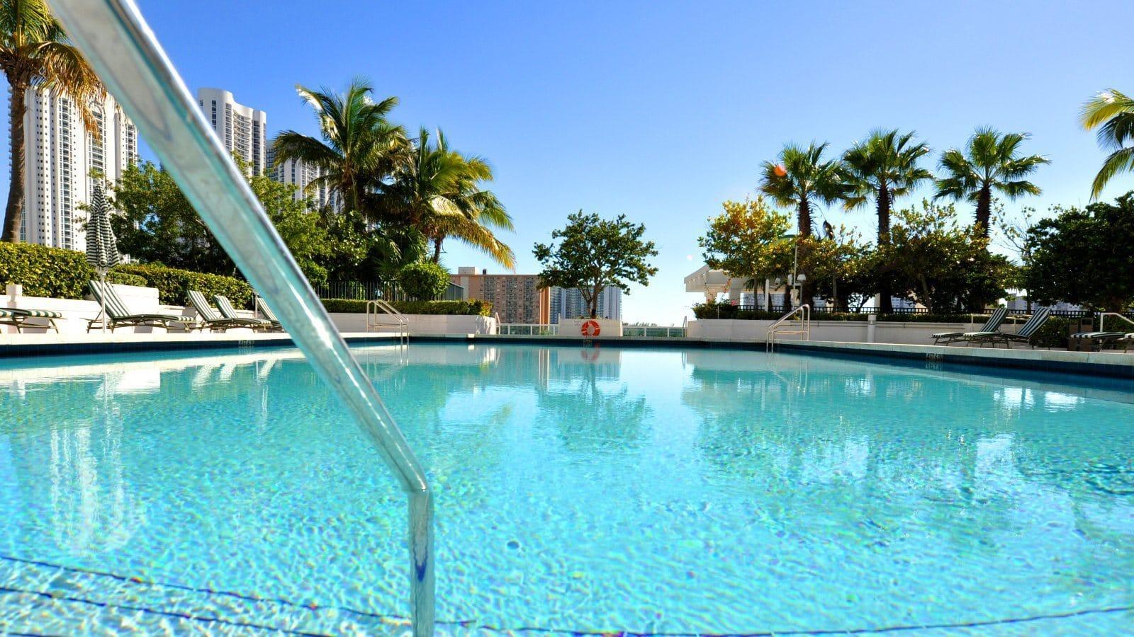 le march de la piscine renoue avec la croissance en 2015 id es piscine. Black Bedroom Furniture Sets. Home Design Ideas