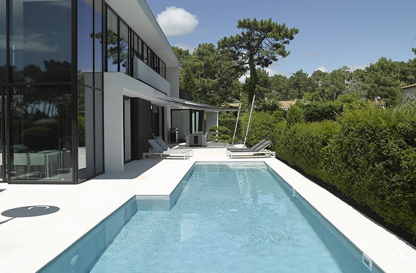 Design amenagement piscine terrain en pente angers 3213 for Piscine terrain en pente