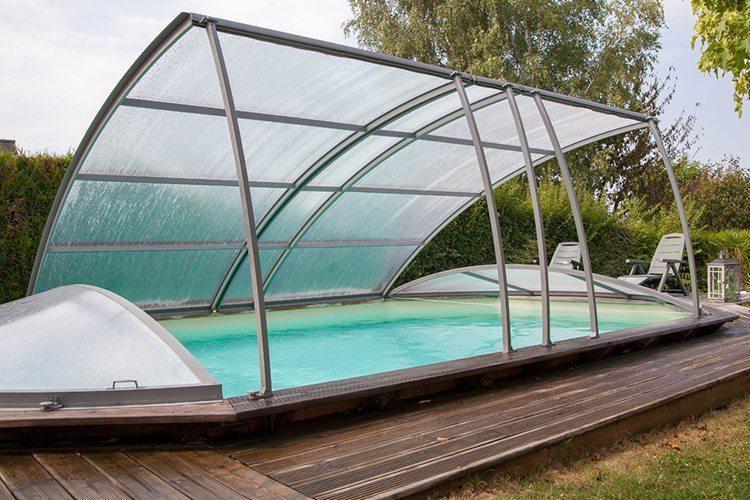 L abri pour piscine hors sol id es piscine for Abris piscine bois