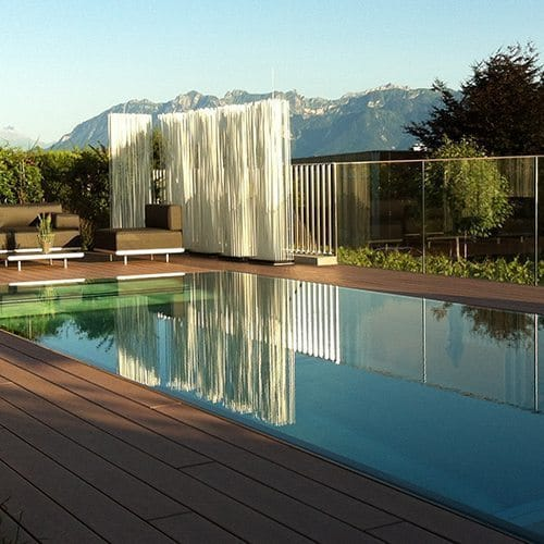Piscine miroir avec volet roulant integre steel and style for Volet roulant immerge piscine miroir