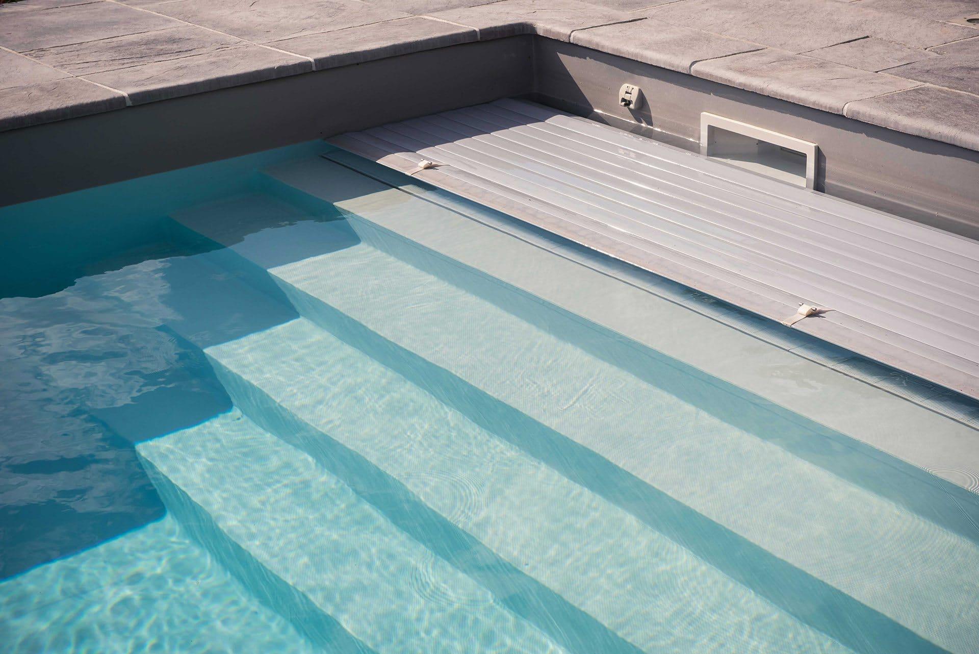 Quel hivernage pour une piscine avec volet id es piscine for Rideau de piscine immerge