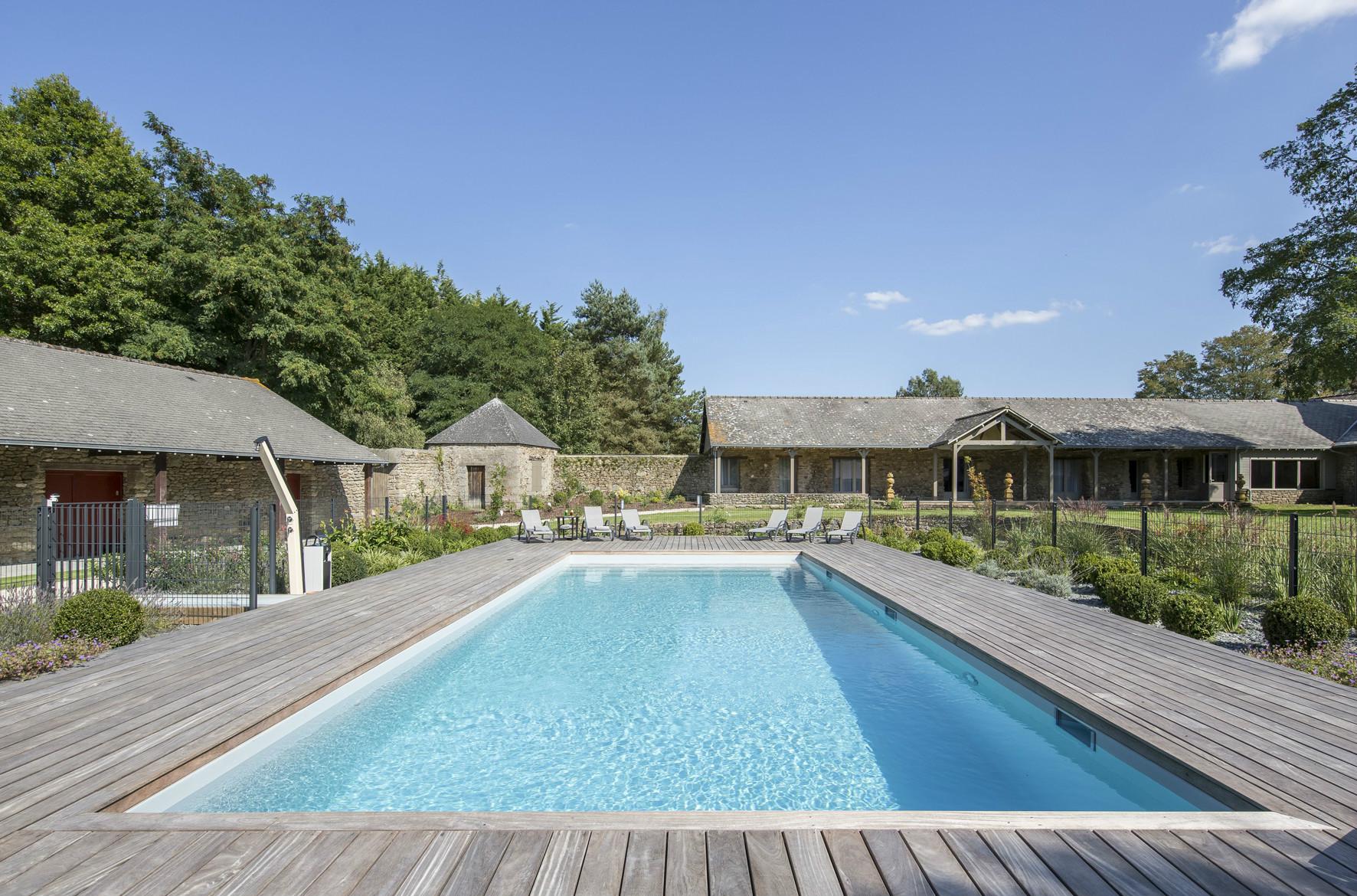 Troph es de la piscine et du spa 2015 id es piscine for Accessoires piscine 35