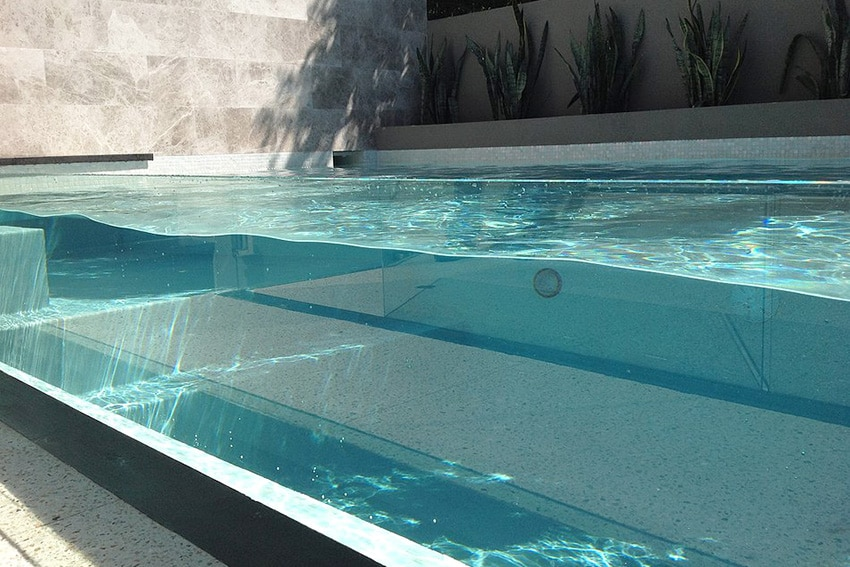 10 belles piscines parois de verre sur un ou plusieurs for Club piscine above ground pools prices