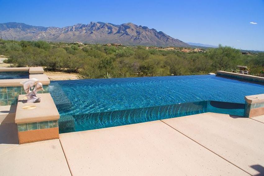 10 belles piscines parois de verre sur un ou plusieurs for Verre pile piscine