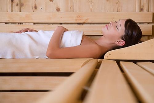 Détente dans un sauna