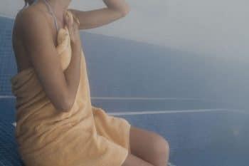 femme qui se relaxe dans un hammam
