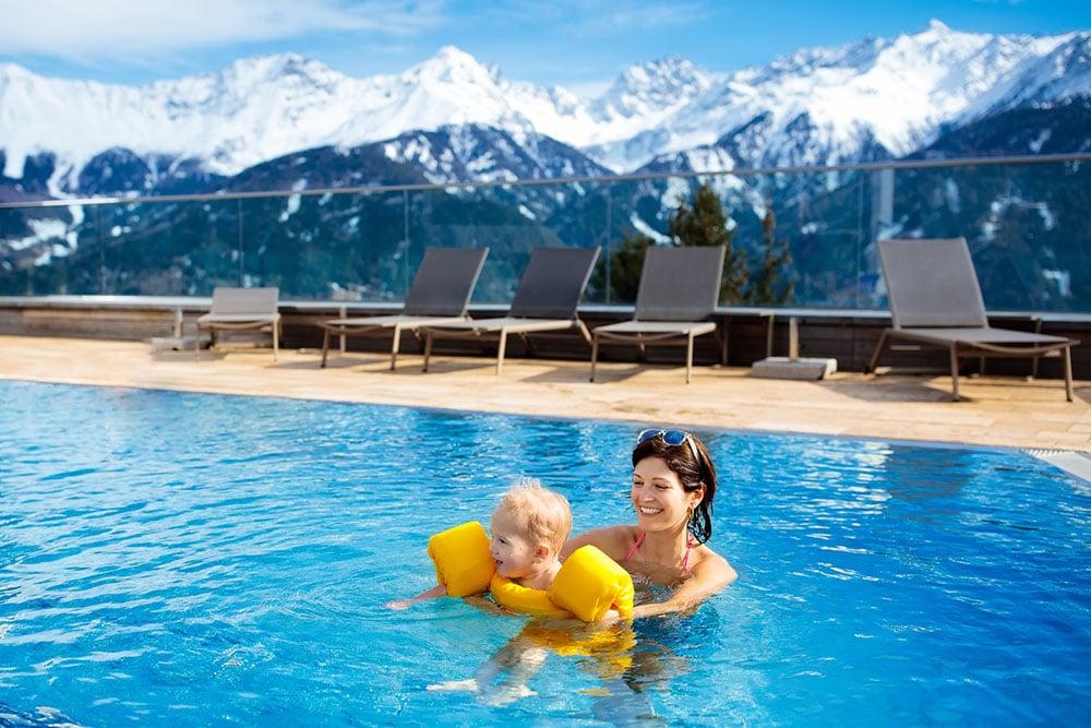 idees-piscine-piscine-chauffee-montagnes-enneigees.jpg