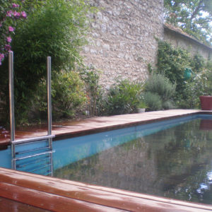 piscine avec fond mobile bois