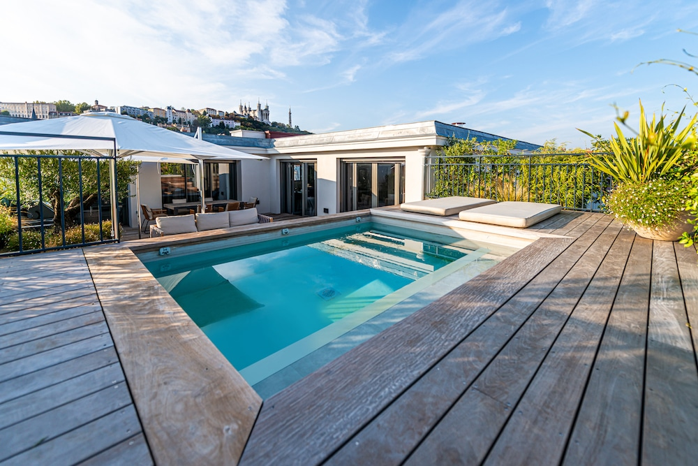 idees-piscine-carre-bleu-cote-jardin-69