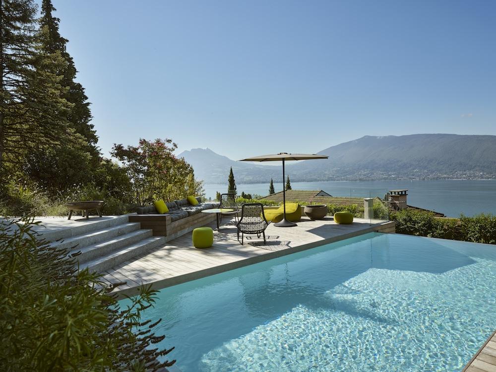 idees-piscine-carre-bleu-aqua-premium