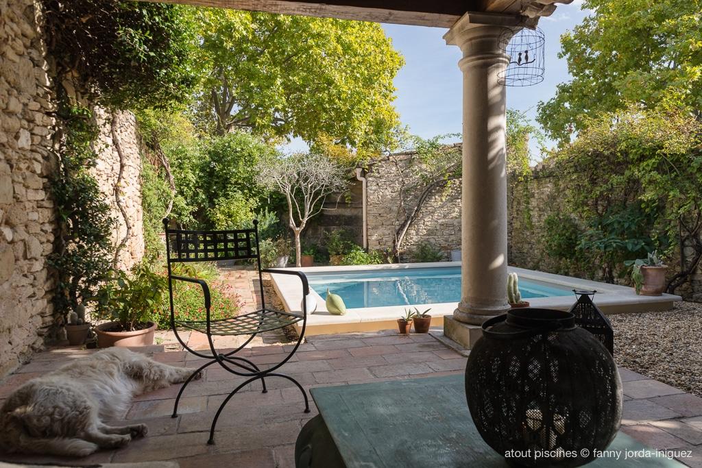 piscine dans cour intérieure