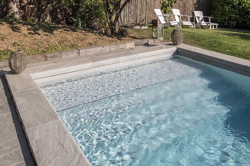 Escalier droit piscine
