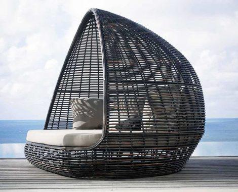 idees-piscine-lit-de-jardin-avec-toit-resine-et-aluminium-Lusso.jpg